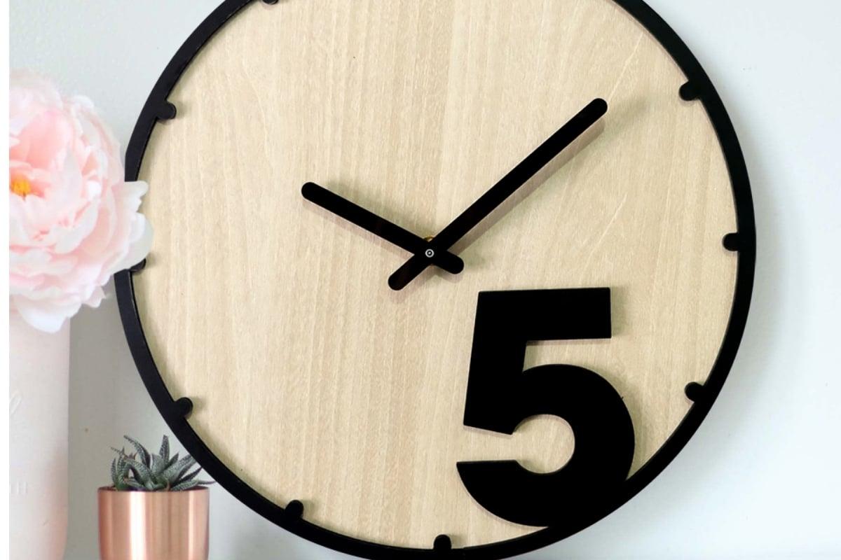 gỗ làm thành đồng hồ