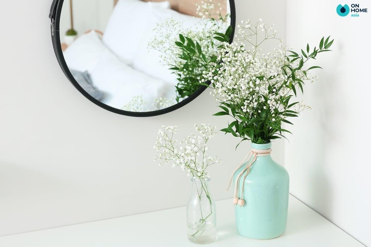 hoa khô nhẹ nhàng trang trí phòng ngủ