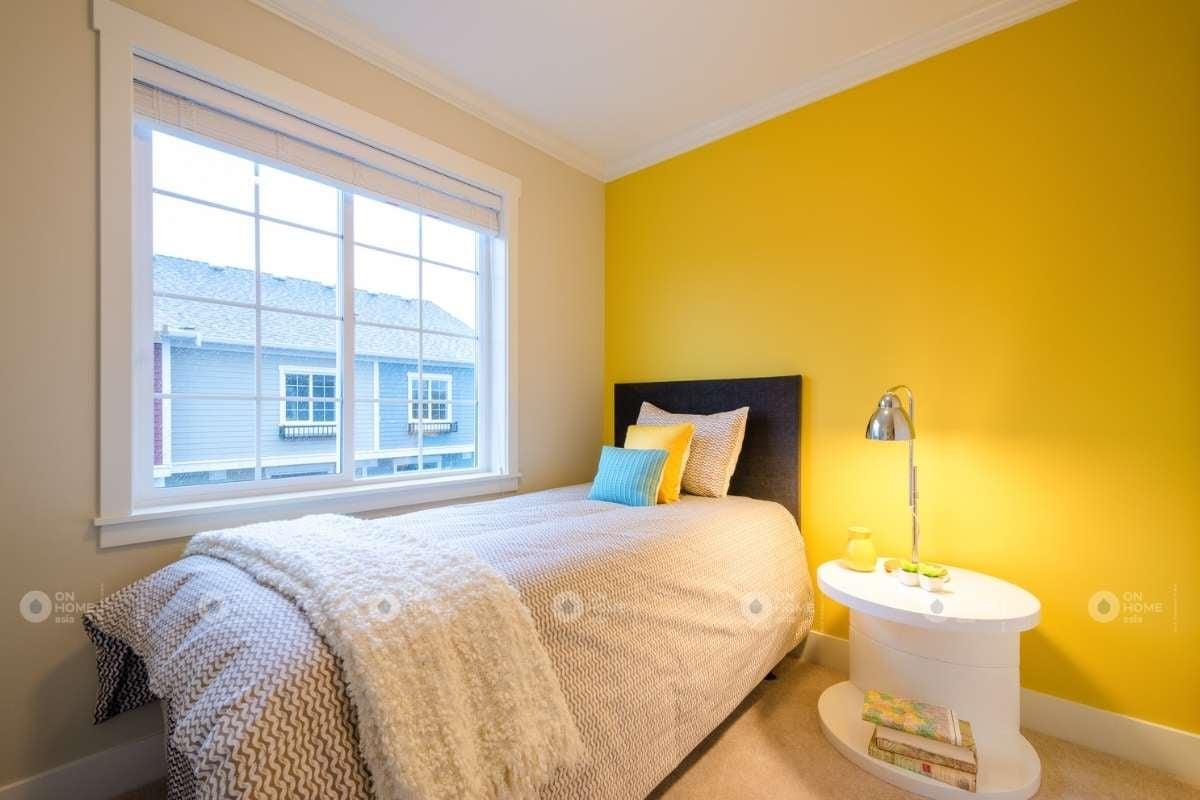 Trang trí tường phòng ngủ màu vàng
