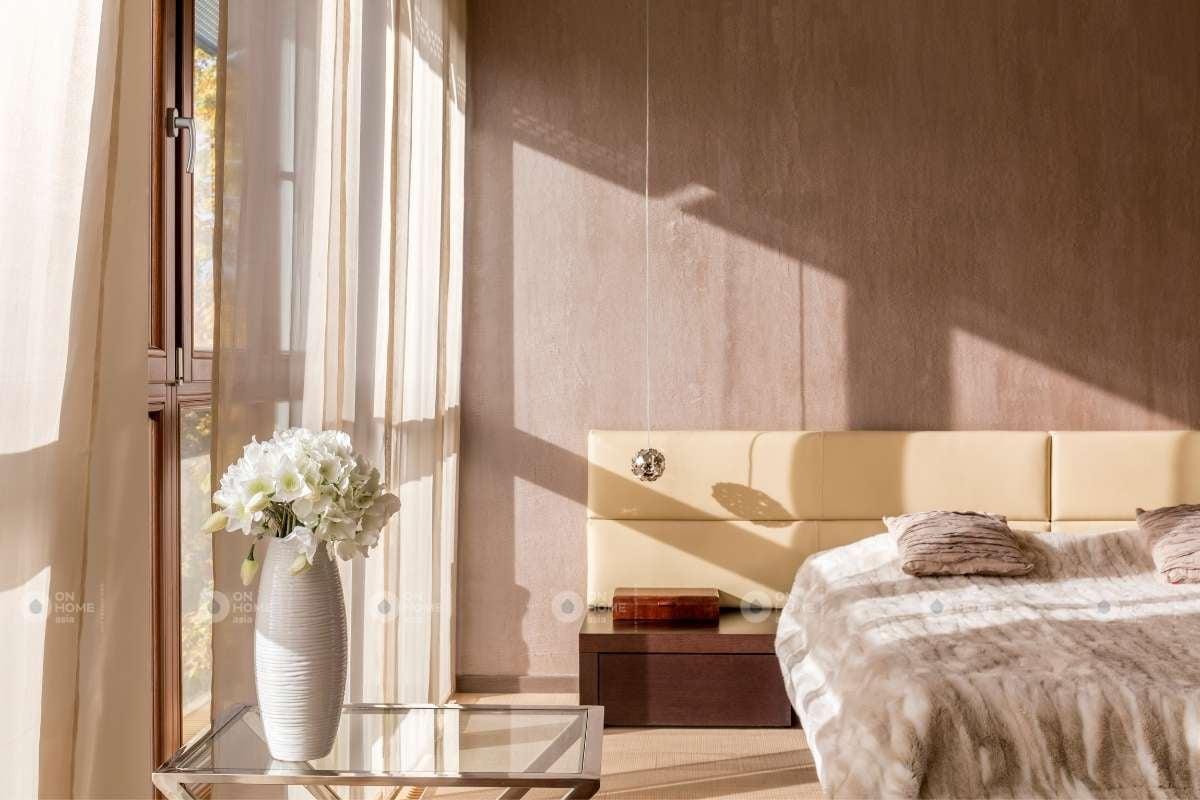 Tường phòng ngủ màu be sang trọng