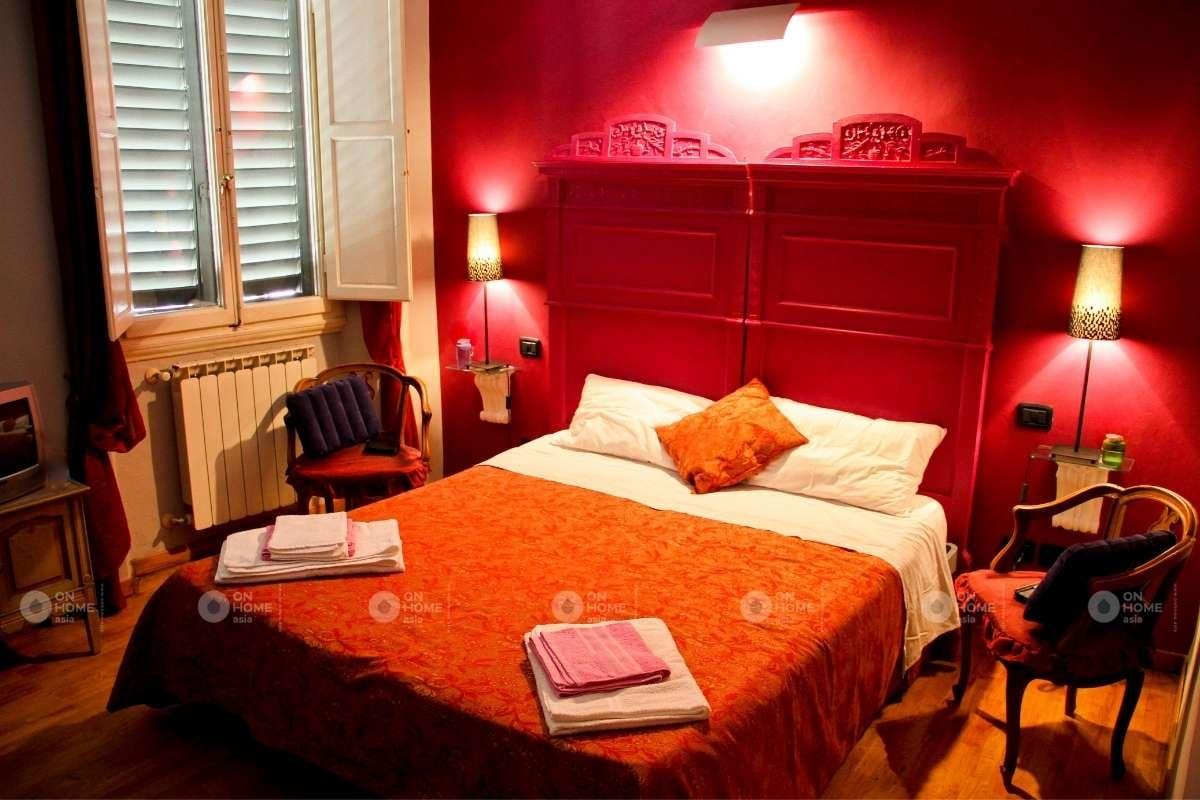 Tường phòng ngủ màu đỏ
