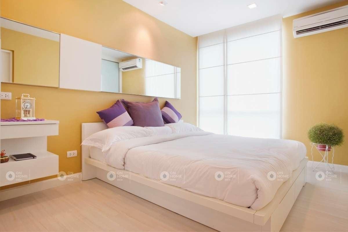 Tường phòng ngủ màu vàng sang trọng