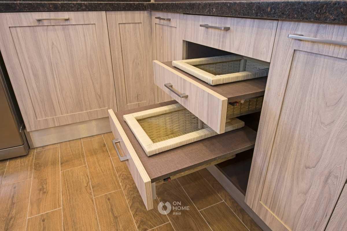 Học tủ có ngăn kéo bếp.