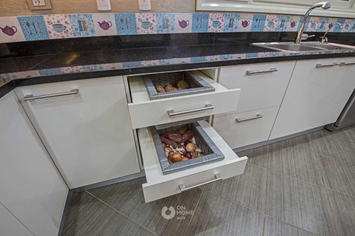 Học tủ có ngăn kéo phòng bếp.