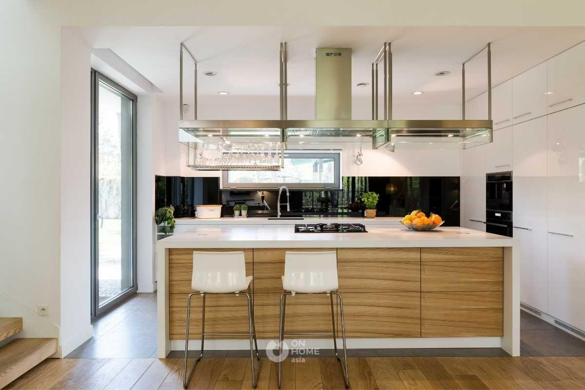 Khu vực soạn trong không gian bếp.