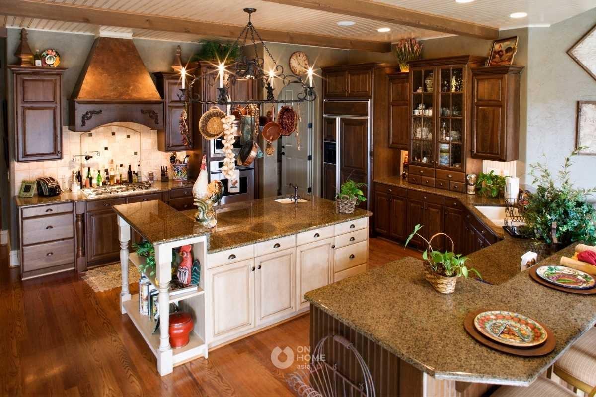 Tủ bếp gỗ tự nhiên phù hợp với không gian.