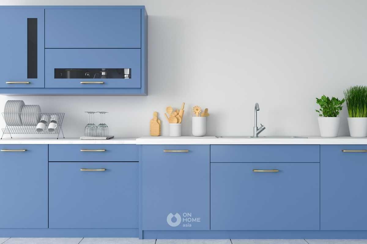 Tủ bếp chữ I màu xanh.
