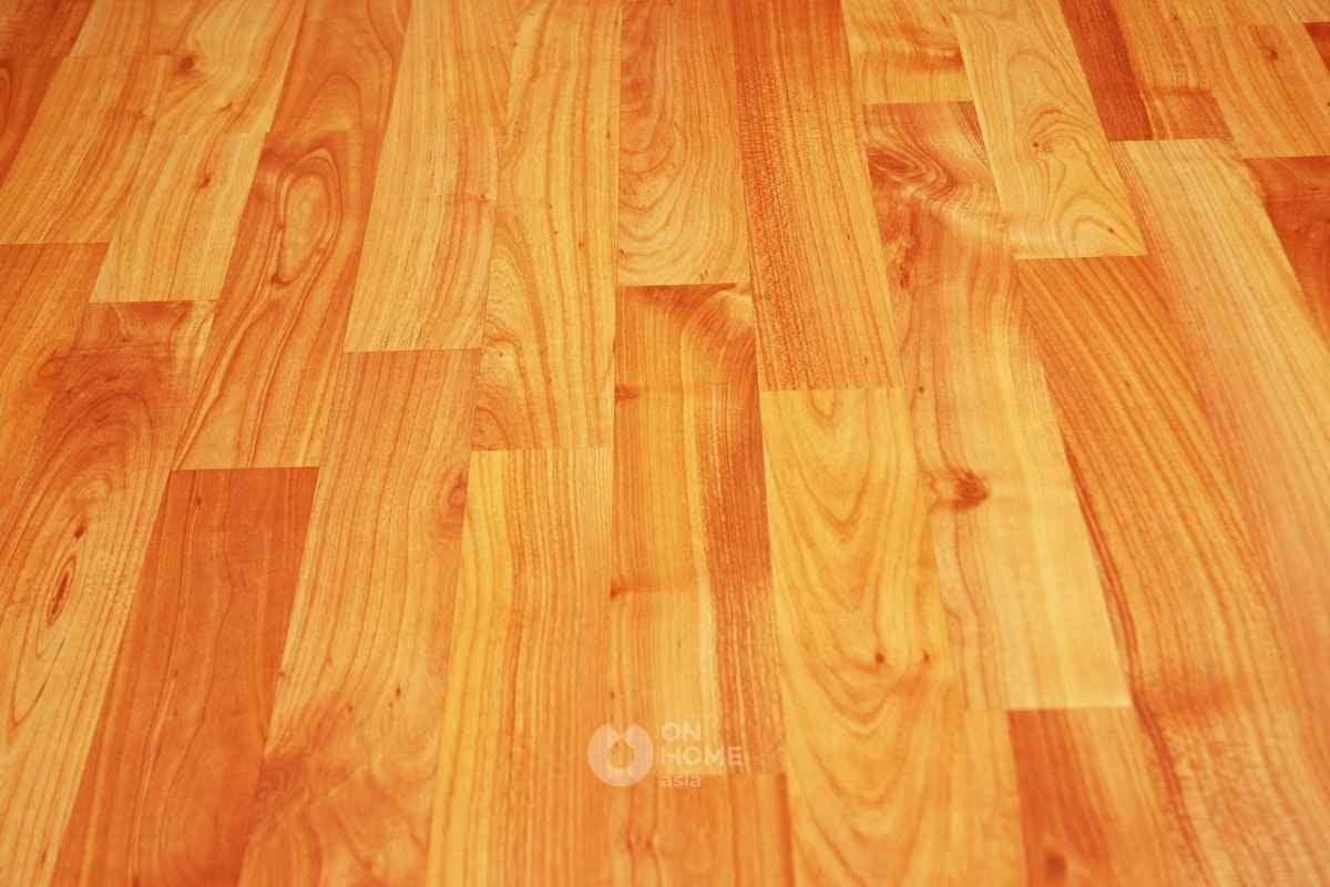 Sàn gỗ tự nhiên được lót tinh tế.