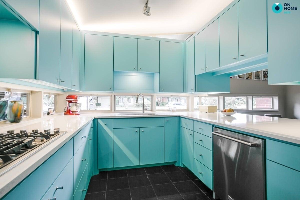 tủ bếp chữ u màu xanh nổi bật