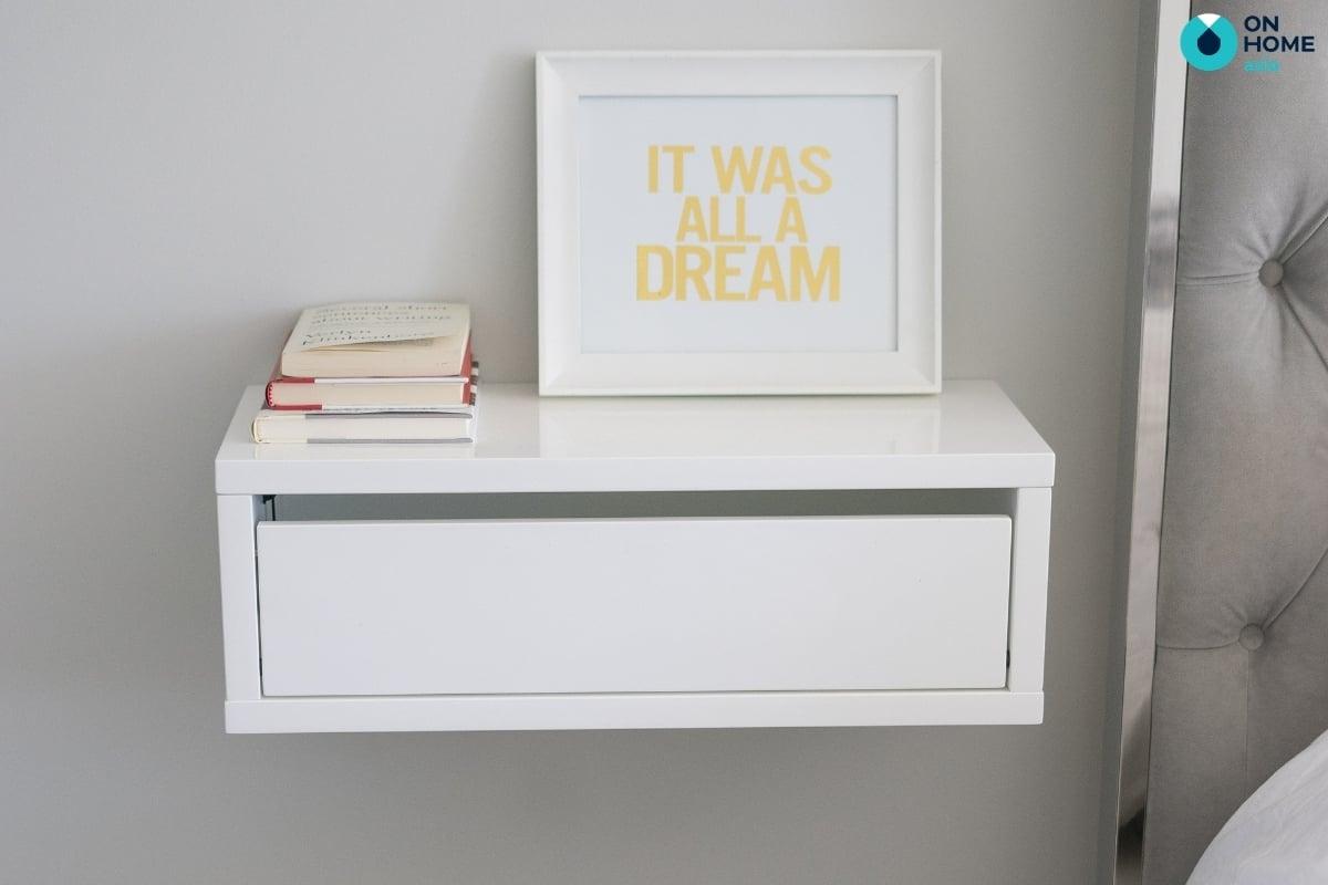 Sử dụng gỗ acrylic làm tab đầu giường