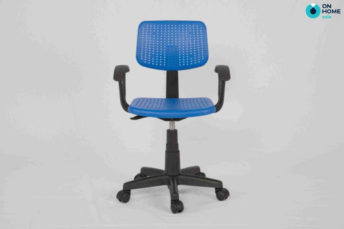 Không nên chọn ghế xoay để tránh việc bé bị mất tập trung