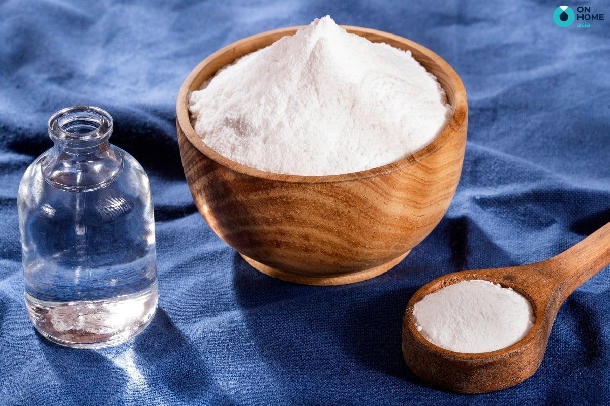 giấm và muối làm sạch ly