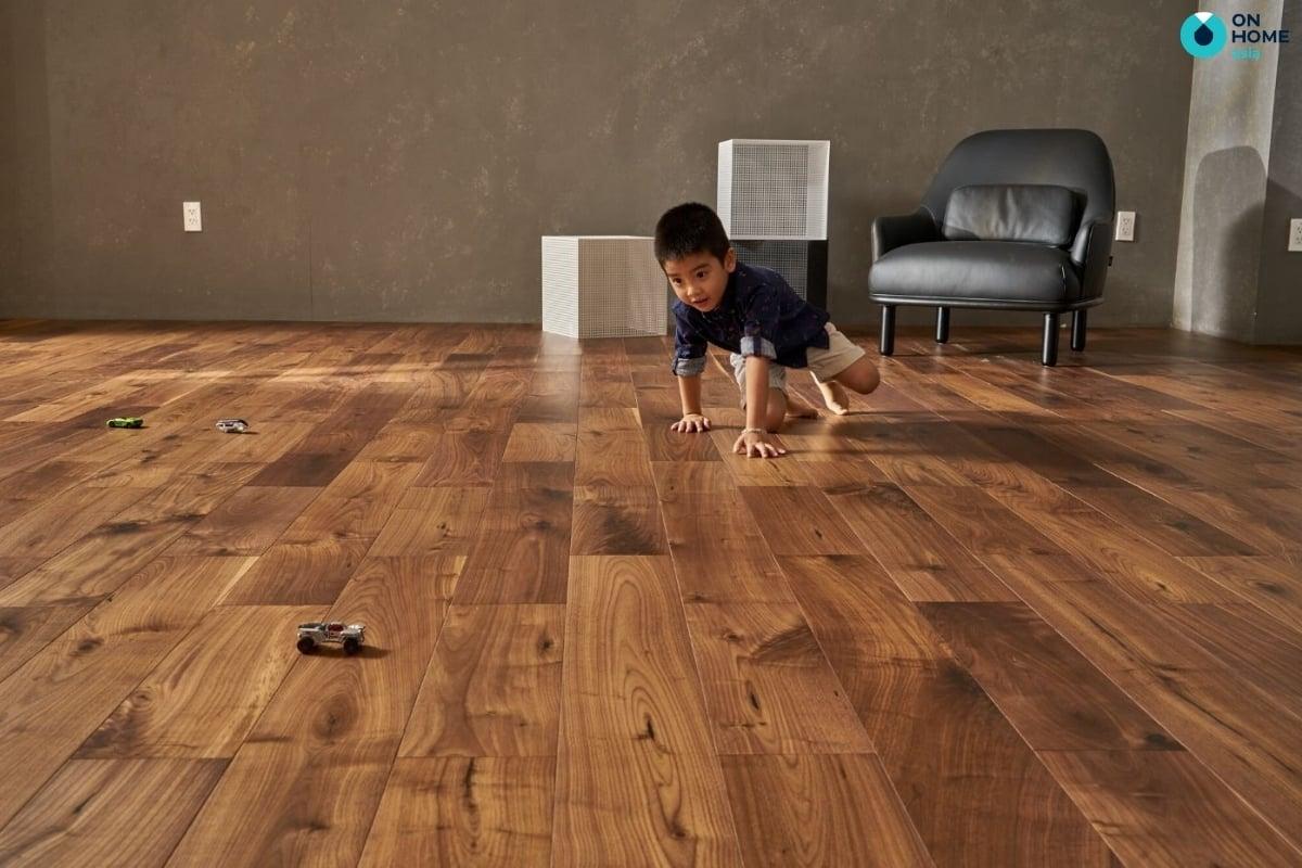 Không gian trở nên tinh tế hơn nhờ sàn gỗ tự nhiên