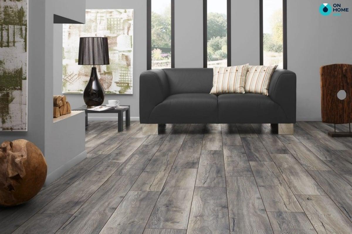gỗ lát sàn mát mẻ vào màu hè