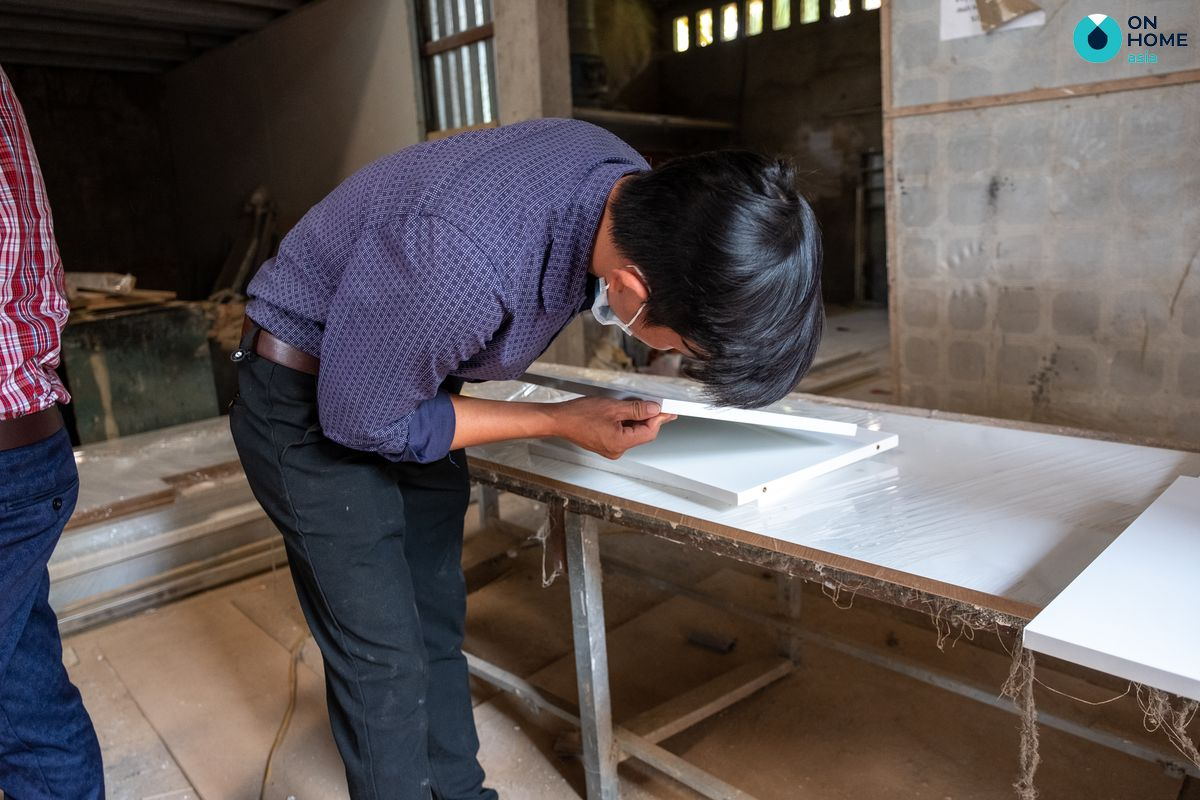 Kiểm tra chất lượng vật tư trước khi lắp đặt nội thất