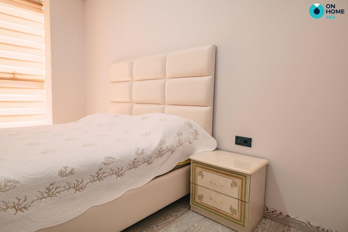 Kiểu tủ đầu giường sang trọng