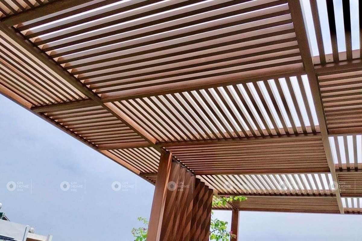 Lam gỗ còn có tác dụng trang trí ban công