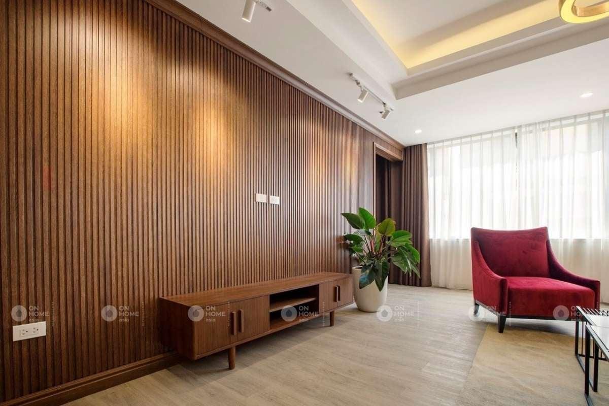Trang trí tường phòng khách bằng lam gỗ
