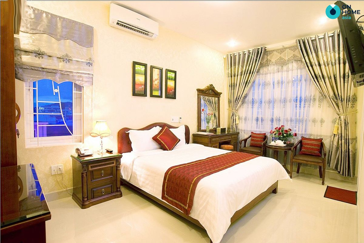 Phòng ngủ được trang bị máy điều hòa