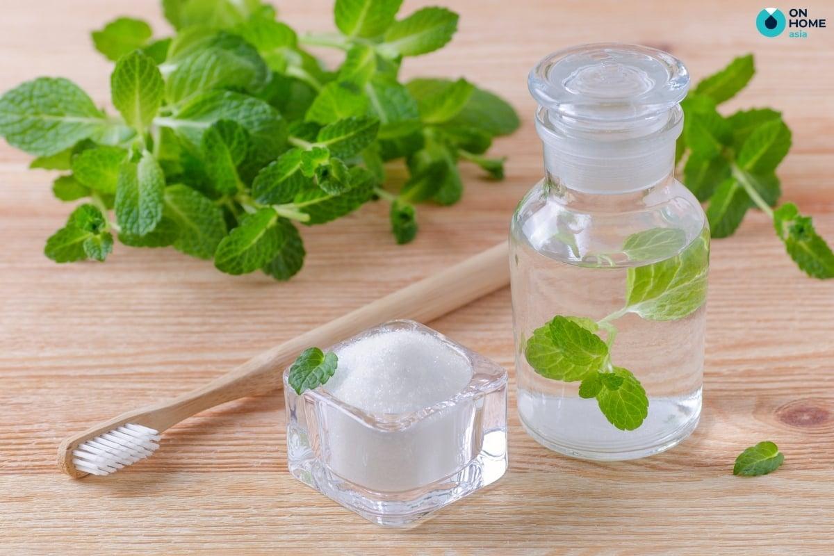 muối và giấm làm sạch ly