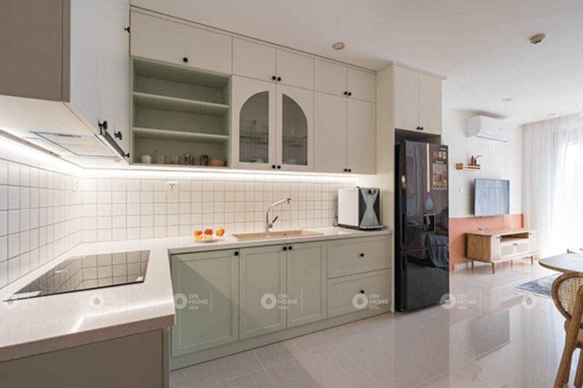 Nội thất phòng bếp chung cư 60m2 với màu xanh pastel