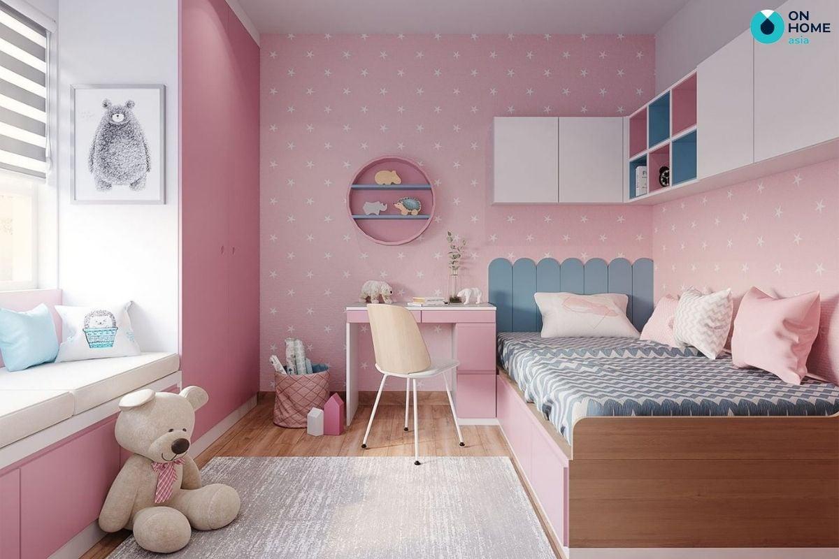 Nội thất phòng ngủ với không gian 22m2 cho bé gái thích thú nhồi bông