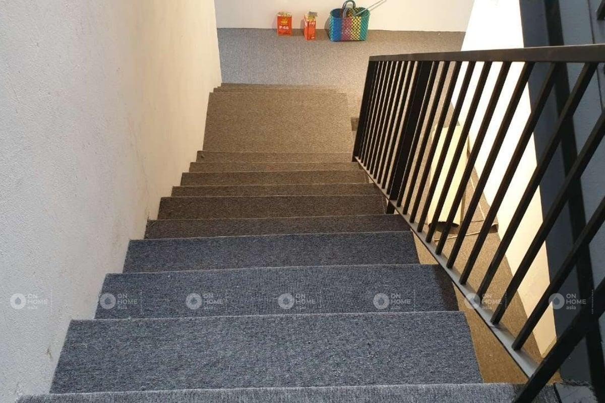 trải sàn cầu thang