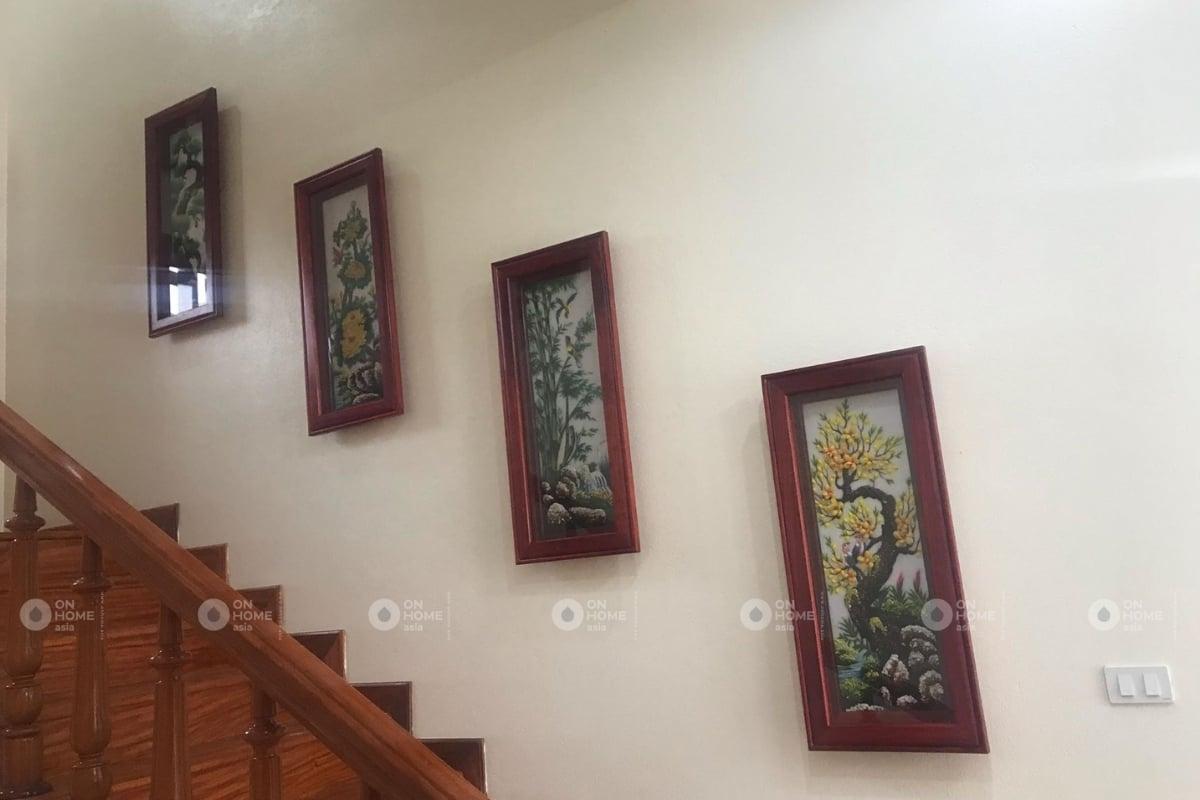 tranh tứ quý treo cầu thang